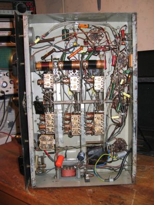 """<a href=""""http://vk2bv.org/the-restoration-of-valved-hf-communications-receivers/""""><b>Pic049</b></a>"""