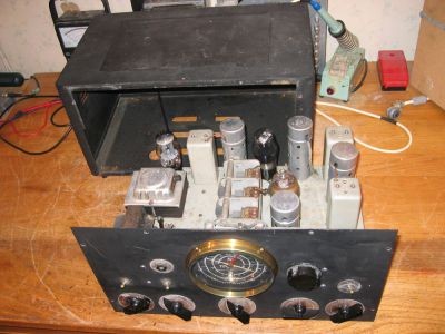 """<a href=""""http://vk2bv.org/the-restoration-of-valved-hf-communications-receivers/""""><b>Pic051</b></a>"""