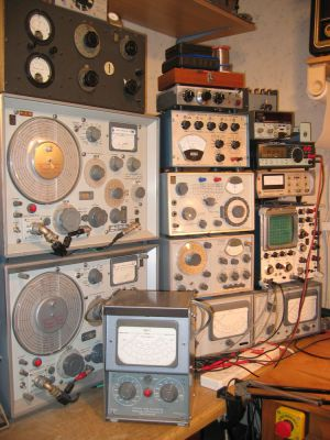 """<a href=""""http://vk2bv.org/the-restoration-of-valved-hf-communications-receivers/""""><b>Pic067</b></a>"""