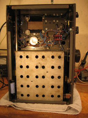 """<a href=""""http://vk2bv.org/the-restoration-of-valved-hf-communications-receivers/""""><b>Pic077</b></a>"""