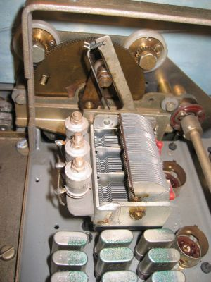"""<a href=""""http://vk2bv.org/the-restoration-of-valved-hf-communications-receivers-gallery/""""><b>Pic097</b></a>"""