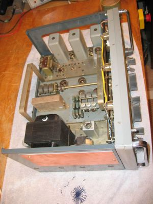 """<a href=""""http://vk2bv.org/the-restoration-of-valved-hf-communications-receivers-gallery/""""><b>Pic099</b></a>"""