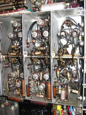 """<a href=""""http://vk2bv.org/the-restoration-of-valved-hf-communications-receivers-gallery/""""><b>Pic104</b></a>"""